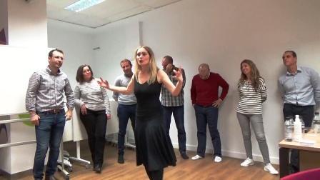 Silvia Segovia impartindo su atrapate a tu audiencia