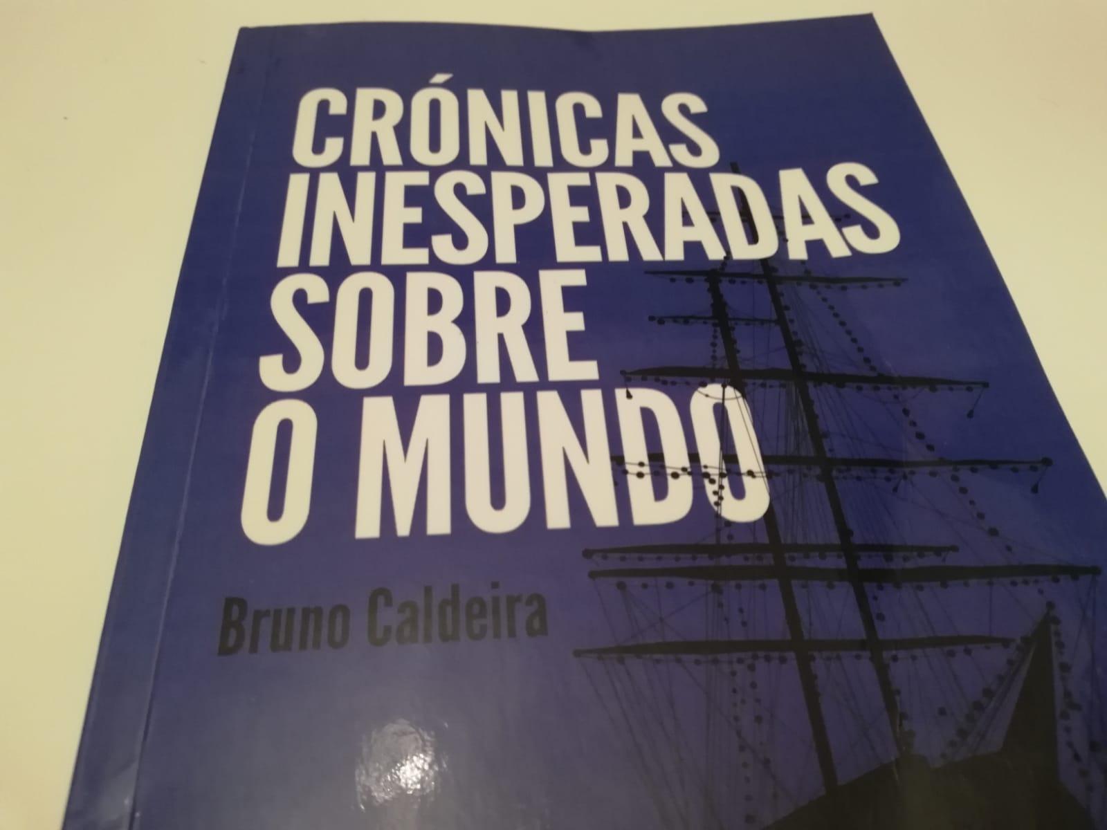 """El libro """"Crónicas Inesperadas Sobre o Mundo"""" está publicada en portugués"""
