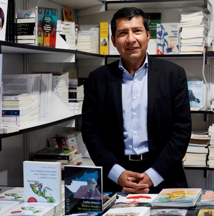 El escritor y diplomático de Nicaragua, Carlos Midence, estuve presente en la Feria del Libro de Madrid